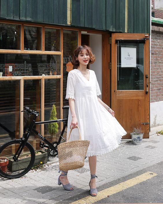 Váy trắng dáng free size mang lại sự tự do, thoải mái cho phái đẹp khi xuống phố vào những ngày rực nắng.