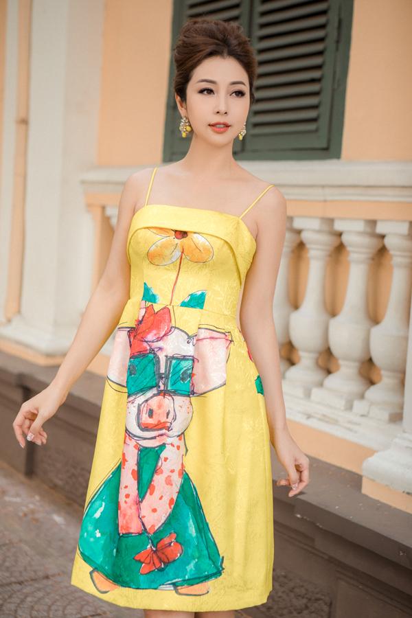 Sở hữu gương mặt trẻ trung cùng thân hình thon thả, Jennifer Phạm phù hợp với style thời trang nữ tính.