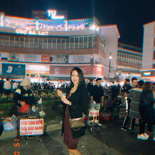 Yến Phương (bà xã ca sĩ Lam Trường) đang du lịch ở Đà Lạt.