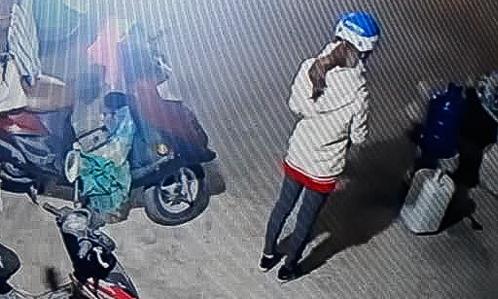 Hình ảnh nạn nhântrước khi đi giao gà được trích xuất từ camera.