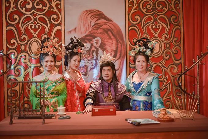 Từ trái qua: Lê Lộc, Thúy Nga, Minh Nhí và NSND Hồng Vân trong phim 3D Cung tâm kế