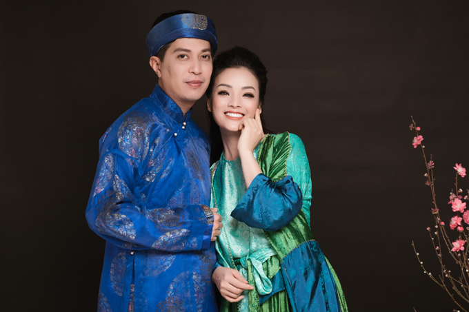 Vợ chồng Tân Nhàn - Tuấn Anh bén duyên khi cùng tham gia Sao Mai 2005. Cặp đôi kết hôn một năm sau đó và hiện có một cậu con trai 10 tuổi.