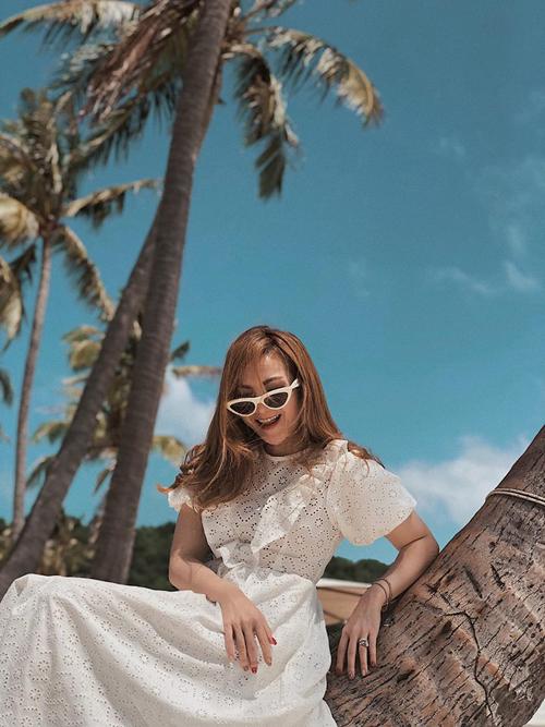 Vui chơi du lịch quanh năm, hai chị em Yến Trang - Yến Nhi cũng không bỏ lỡ dịp Tết để tới Phú Quốc nghỉ ngơi, tận hưởng nắng vàng biển xanh, dưới bóng dừa lả lơi.