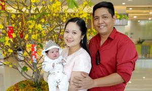 Đức Thịnh đón Thanh Thúy và con trai mới sinh về nhà