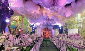 Cặp vợ chồng tổ chức tiệc 'khủng' kỷ niệm 40 năm ngày cưới