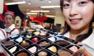Phụ nữ Nhật ngán tặng 'chocolate nghĩa vụ' cho đồng nghiệp nam
