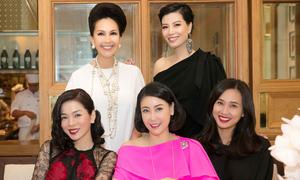 Dàn sao Việt mặc đồ đa sắc hội ngộ đầu năm