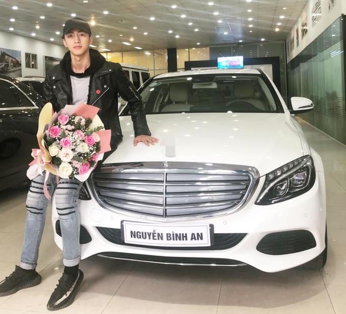 Ở tuổi 26, Bình Anh đã sở hữu xe hơi tiền tỷ của riêng mình.