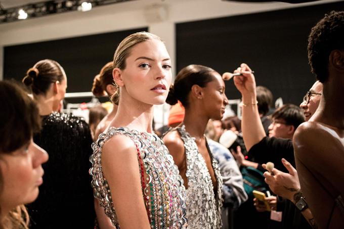 Lần đầu tiên góp mặt tại New York Fashion Week - một trong những tuần lễ thời trang danh giá nhất thế giới, Công Trí đã tạo nên tiếng vang lớn bằng bộ sưu tập Cuộc dạo chơi của những vì sao.