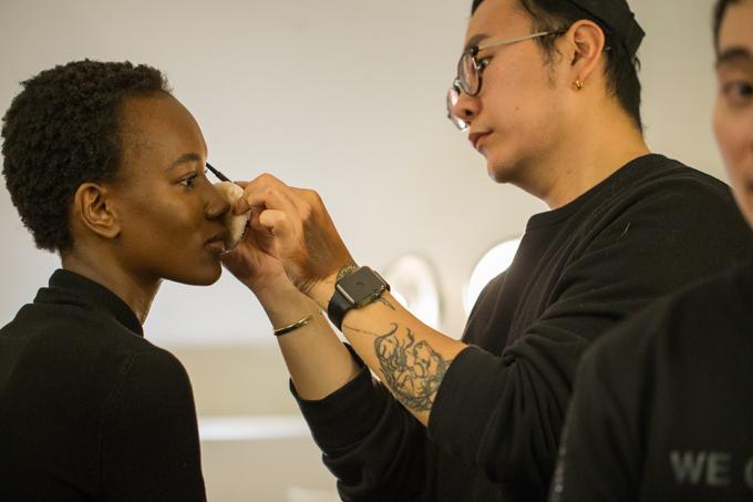 Ekip của Công Trí tham gia tuần lễ thời trang lần này có 15 người ở các khâu khác nhau. Nhà thiết kế vàcác cộng sự của mìnhđã cùng casting, fitting và chỉnh sửa cho các thiết kế fit với từng model như đo ni đóng giày vậy. Tất cả việc chỉnh sửa đều làm tại NY trước đó 1 tuần.