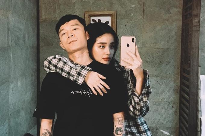 Khánh Linh chia sẻ ảnh với ban trai