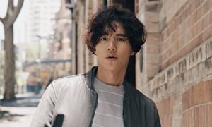 Won Bin để tóc 'mì tôm', không đóng phim vẫn hot