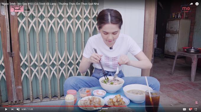 Mới đây, trên kênh youtube cá nhân, người đẹp gốc Trà Vinh khoe video Cô Trinh về làng - thưởng thức ẩm thực quê nhà. Cô viết: Mọi người nhìn sẽ hiểu tại sao Trinh có nickname là cô bé ăn hàng.