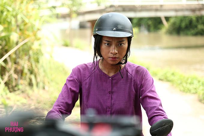 Ngô Thanh Vân chạy xe máy trong phim dù không quen lái xe.