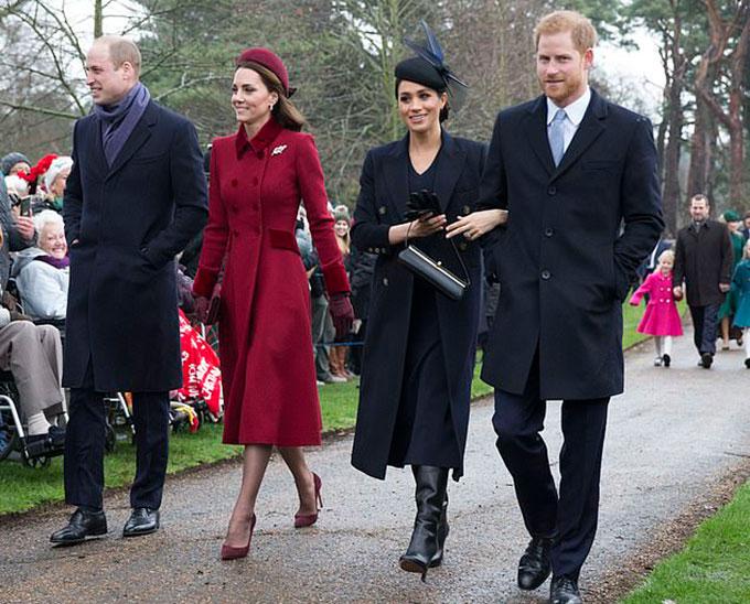 Vợ chồng William - Kate và vợ chồng Meghan - Harry cùng đi lễ nhà thờ hôm Giáng sinh 2018 tại Sandringham. Ảnh: UK Press.