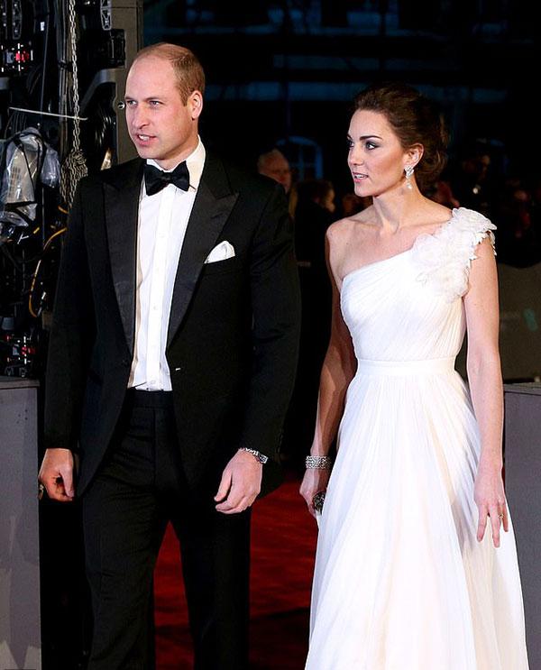 Vợ chồng William - Kate tại thảm đỏ lễ trao giải thưởng của Viện hàn lâm điện ảnh Anh tối 10/2. Ảnh: PA.