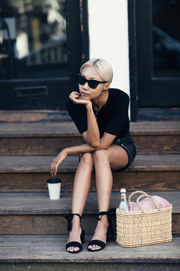 Chân váy ngắn, short bắt đầu phát huy tác dụng giảm nhiệt mùa nóng và mang lại nét gợi cảm cho phái đẹp.