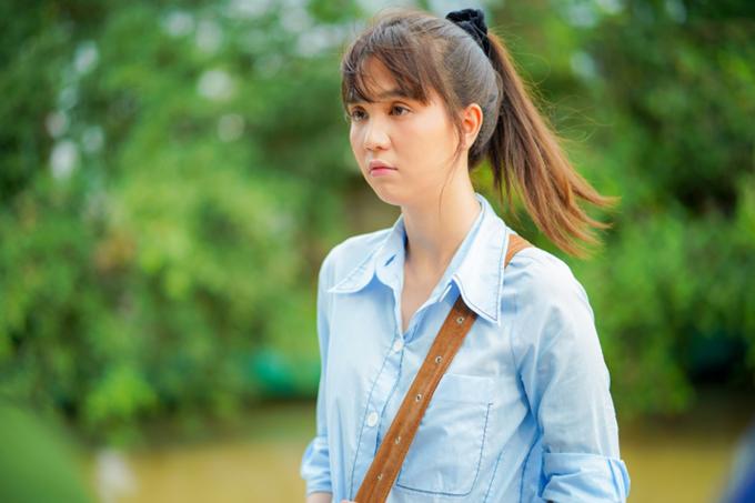 Lối ăn mặc đơn giản, khuôn mặt trang điểm nhẹ nhàng theo lối, không đậm đà son phấn lại giúp Ngọc Trinh trẻ như cô gái đôi mươi.