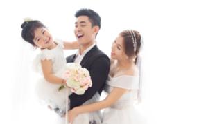 Cao Lâm Viên bỏ làm người mẫu nội y vì 'tình yêu sét đánh'