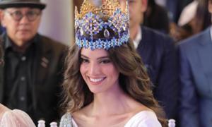 Hoa hậu Thế giới quyến rũ hơn sau hai tháng đăng quang