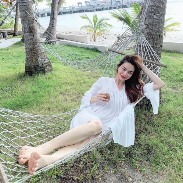Hồ Ngọc Hà cùng gia đình và Kim Lý dành 7 ngày tại đảo Koh Samui, Thái Lan tham gia liệu trình thanh lọc cơ thể và tâm trí.