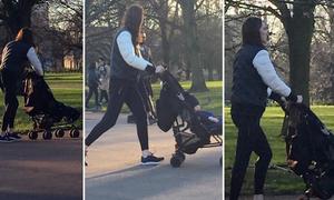 Kate đẩy xe đưa con trai út đi công viên