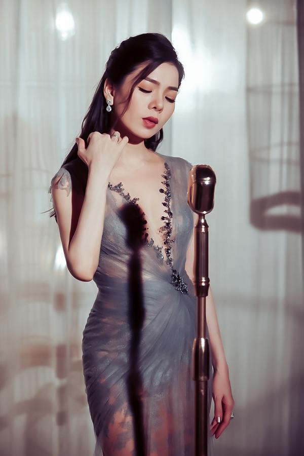 Ngày 20/2, Lệ Quyên ra mắt MV Không còn nợ nhau - một sáng tác mới của nhạc sĩ Phúc Trường. Đây là một ca khúc nằm trong albumLệ Quyên vol 6 - Tình khôn nguôi và được đông đảo khán giả yêu thích nên nữ ca sĩ quyết định thực hiện MV.