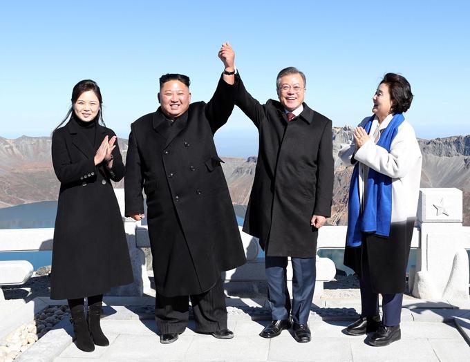 Gu thời trang tiên phong của phu nhân ông Kim Jong-un - 8
