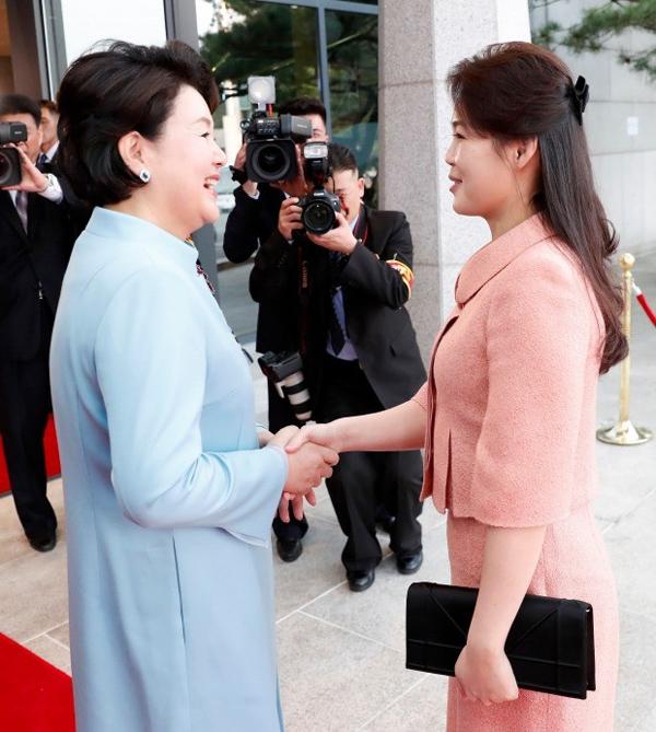 Gu thời trang tiên phong của phu nhân ông Kim Jong-un - 10