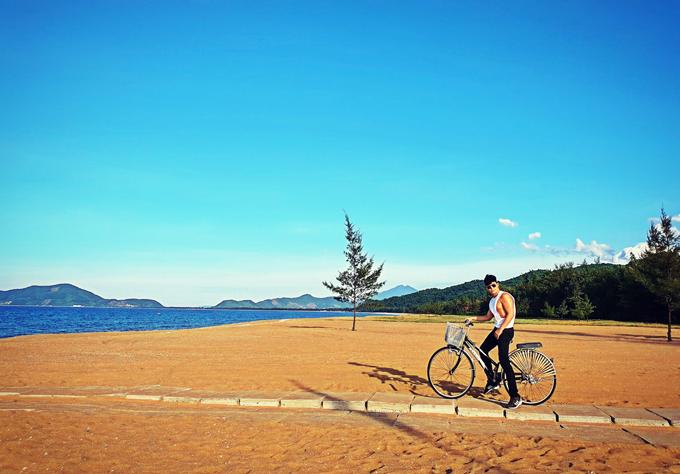Chàng ca sĩ con nhà giàu tìm được một resort tuyệt đẹp, đạt chuẩn 6 sao ở Lăng Cô, Huế.