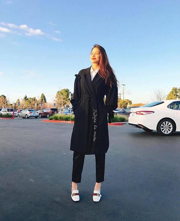 Khoảng giữa năm 2018, Hoa hậu Phạm Hương bất ngờ biến mất khỏi showbiz dù là mỹ nhân được săn đón hàng đầu. Cô cho biết phải sang Mỹ điều trị dứt điểm căn bệnh tuyến giáp.
