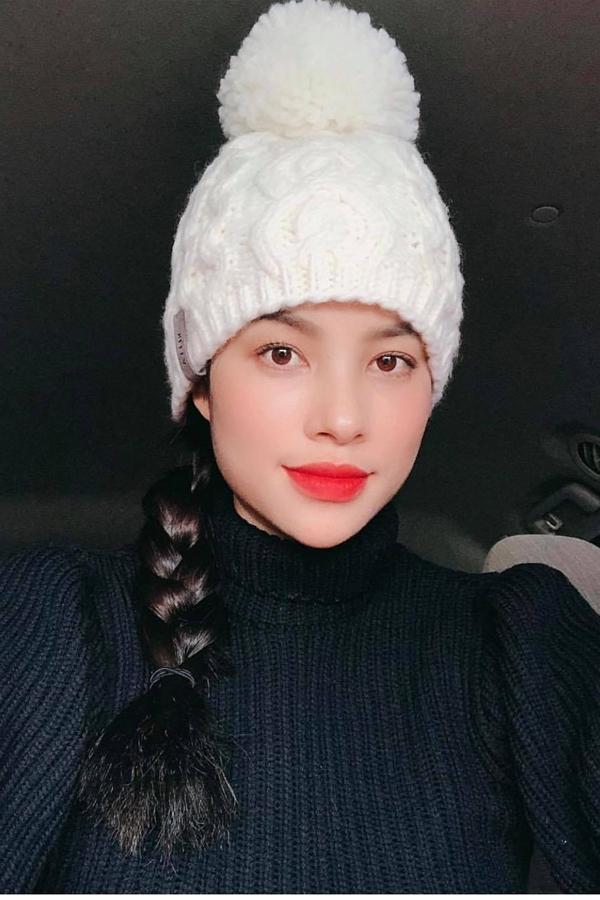 Hình ảnh selfie của Phạm Hương nhận được nhiều lời khen từ khán giả.