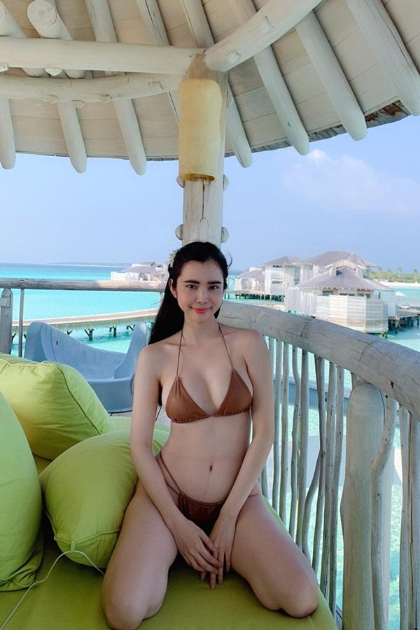 Huỳnh Vy khoe đường cong với bikini. Cô sở hữu vóc dáng gợi cảm nhờ chăm chỉ tập thể thao và yoga.