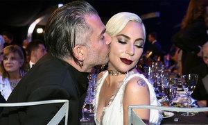 Lady Gaga hủy hôn ước với bạn trai