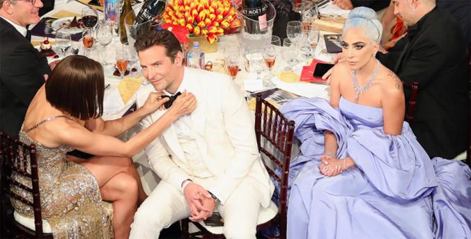 Lady Gaga lạnh lùng ngồi bên khi Bradley Cooper được bạn gái chỉnh nơ áo tại lễ trao giải Quả cầu vàng 2019.
