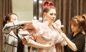 Thanh Thảo chi 300 triệu may 20 trang phục diễn liveshow ở Mỹ