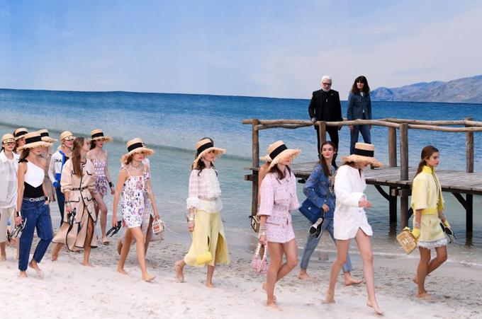 Chanel biến bảo tàng thành bãi biển