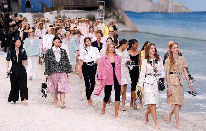 Chanel biến bảo tàng thành bãi biển  - 2