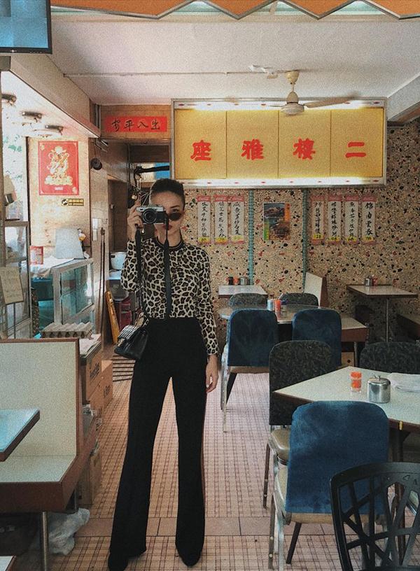 Không có được thân hìnhlý tưởng như Thanh Hằng, bạn gái vẫn có thể chọn quần hợp mốt để tôn vóc dáng. Học tập cách mix đồ của Yến Trang là phương pháp hữu hiệu nhất để cải thiện chiều cao trong phút chốc.