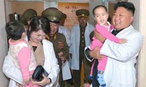 Cuộc sống bí ẩn của vợ con ông Kim Jong-un