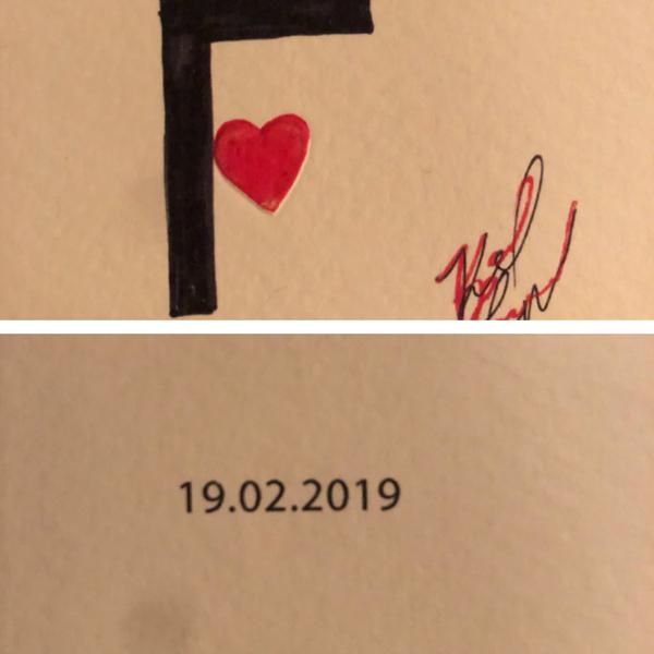 Vanessa Friedman - giám đốc thời trang của The New York Times - chia sẻ tấm thiệp có chữ ký của Karl sau khi dự show Fendi.