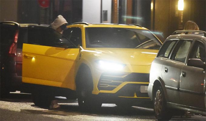 Hôm 21/2, Firmino lái xe tới một nhà hàng sang trọng ởMerseyside để ăn tối cùng bạn bè. Tuy nhiên, thay vì tìm nơi đỗ xe thích hợp, ngôi sao của Liverpool đỗ ngay ở khu vực dành cho người khuyết tật.
