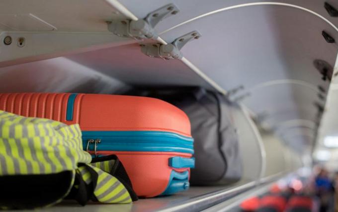 Vì sao hành lý xách tay thường phải nhỏ hơn 7 kg - Ngôi sao