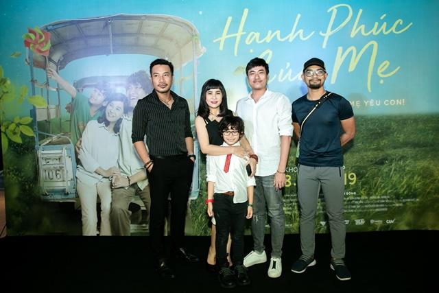 Cát Phượng, Kiều Minh Tuấn và đạo diễn Huỳnh Đông (phải) tại buổi họp báo ra mắt phim Hạnh phúc của mẹ chiều 21/2 tại TP. HCM.