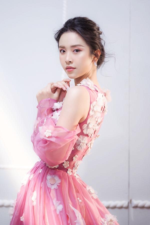 Á hậu Thúy An vừa thực hiện bộ ảnh đầu năm mới. Cô yêu thích phong cách thời trang ngọt ngào, nữ tính.