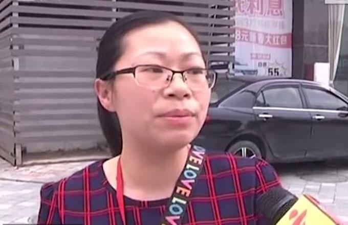 Cô Li trả lời phỏng vấn của Đài truyền hình Quảng Đông. Ảnh: Pear Video.