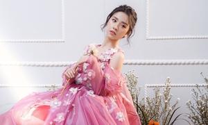 Á hậu Thúy An đẹp mong manh với váy thêu hoa 3D