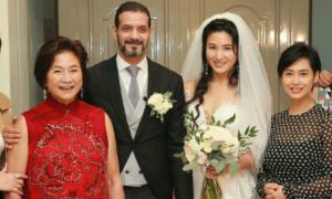'Đả nữ' Trịnh Bội Bội nghẹn ngào ngày con gái theo chồng