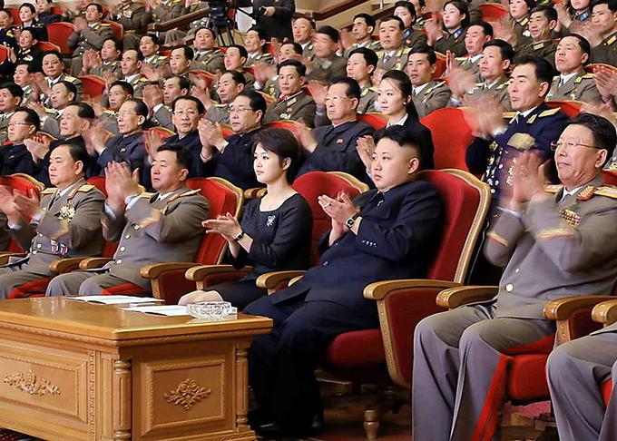 Vợ chồng Kim Jong-un thường đeo đồng hồ đôi giá bình dân