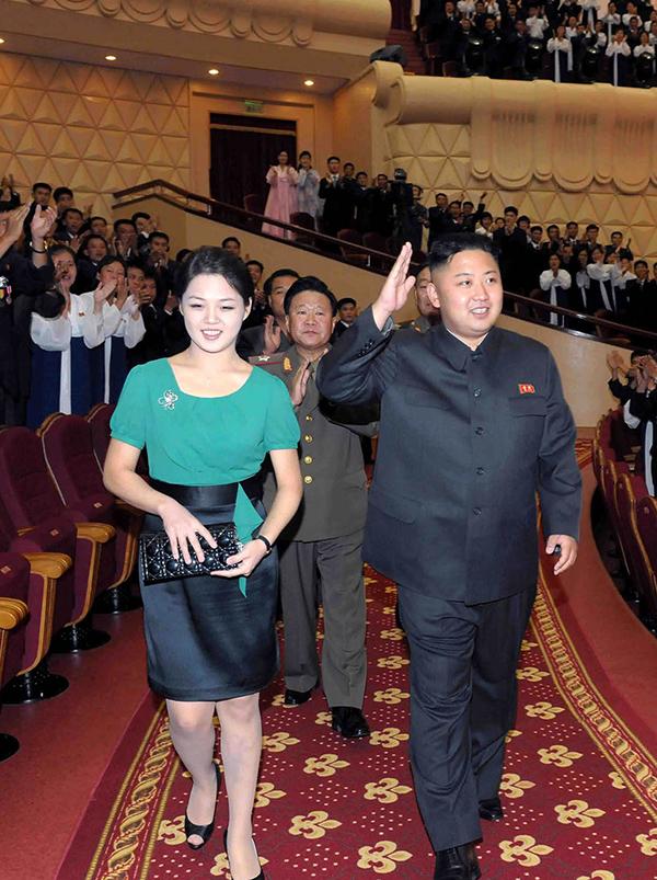 Vợ chồng Kim Jong-un thường đeo đồng hồ đôi giá bình dân - 8